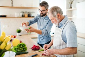 Hulp in huis voor senioren langer zelfstandig thuiswonen