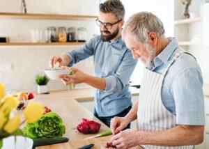 Hulp in huis voor senioren langer thuiswonen